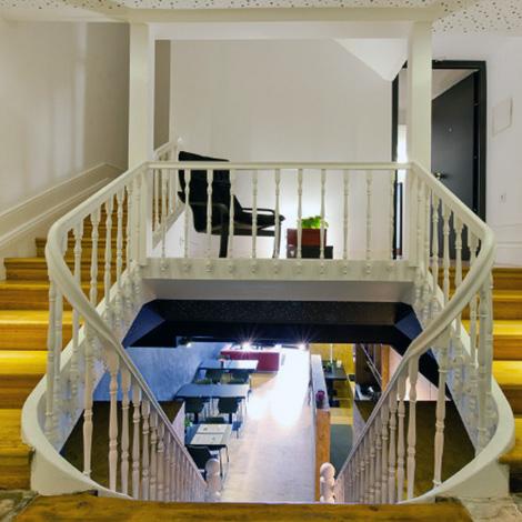 escadas-hostel-guest-house-porto-cale-vinho-ribeiro-santo-2012-et-aliens-bebespontocomes