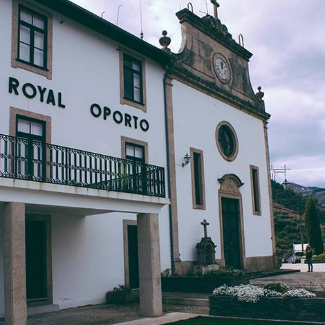 royal-oporto-quinta-das-carvalhas-vinho-branco-2010-vintage-tour-douro-real-companhia-velha-bebespontocomes