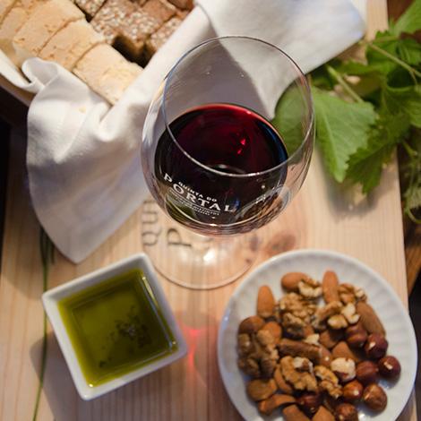 vinho-comida-tapas-quinta-portal-douro-2012-vinho-black-pur-livraria-lello-bebespontocomes