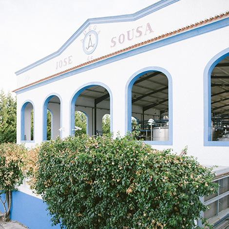 exterior-quadrado--vinho-j-jose-sousa-2011-adega-jose-maria-da-fonseca-janela-indiscreta-bebespontocomes