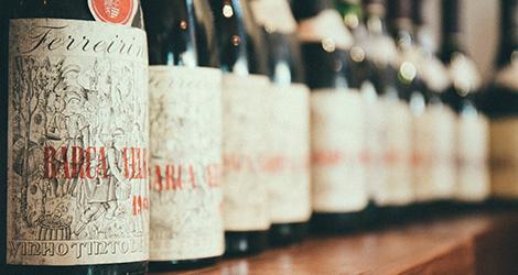 conjunto-garrafas-la-famiglia-barca-velha-prova-vertical-vinho-douro-casa-ferreirinha-2004-2000-1999-1995-1991-1985-1983-1982-1981-1978-1966-1965-1964-bebespontocomes
