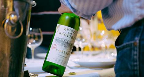 garrafa-1990-branco-quinta-bageiras-vinho-avo-fausto-2014-bairrada-bebespontocomes