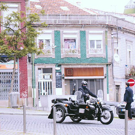 moto-imperio-dos-sentidos-restaurante-shiko-porto-sushi-ruy-leao-shika-vinho-casal-santa-maria-riesling-bebespontocomes