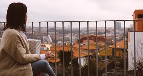 sunset-vista-cidade-terraco-romance-de-novela-coracao-douro-sic-real-companhia-velha-vinho-branco-2014-hotel-flores-village-porto-rua-hostel-bebespontocomes