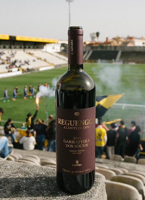 vinho-garrafeira-socios-carmim-2011-alentejo-reguengos-monsaraz-beira-mar-futebol-garrafa-bebespontocomes
