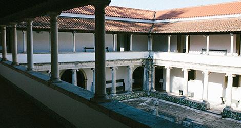 claustros-vinho-santos-da-casa-alentejo-grande-reserva-2010-museu-aveiro-de-casa-para-o-convento-bebespontocomes