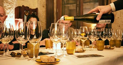 servir-empowered-by-quinta-de-lourosa-vinho-verde-alvarinho-arinto-loureiro-vinha-do-avo-restaurante-ode-porto-bebespontocomes