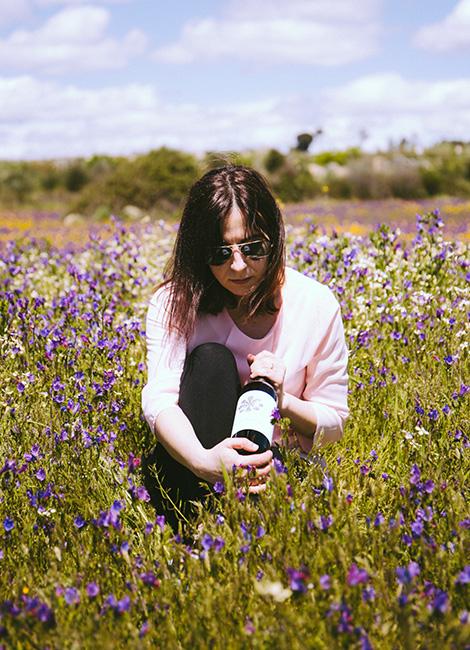 flower-power-vinho-verde-casa-arrabalde-linhares-da-beira-garrafa-grande-bebespontocomes.jpg