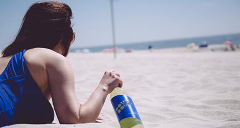 rectangular-deitada--corzinha-de-verao-vinho-pouca-roupa-joao-portugal-ramos-alentejo-wine-praia-bebespontocomes