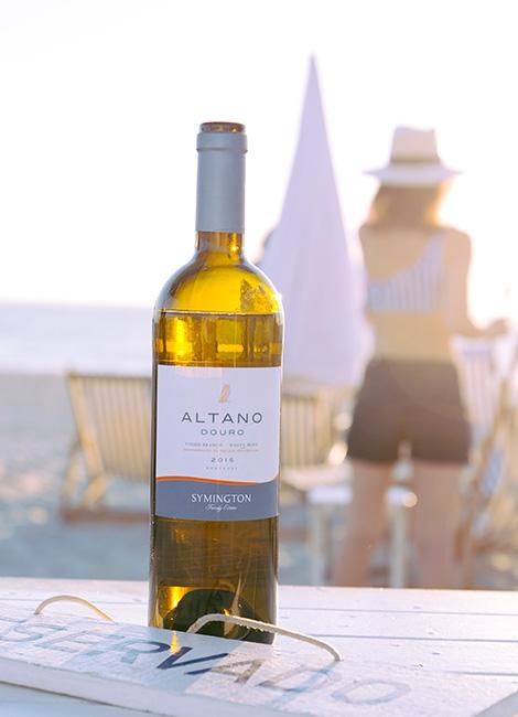 grande-garrafa-vinho-altano-2015-branco-praia-reggae-style-sunset-bebespontocomes