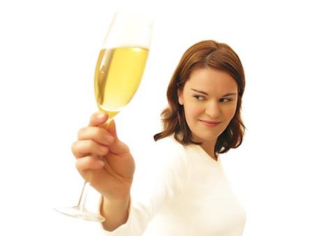 Mulher-vinho-bebespontocomes