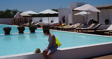 ecork-piscina-hotel-evora-ecorkhotel-bebespontocomes