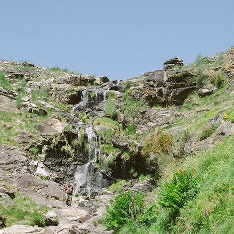 cascata-#delmaralatierra-bluscus-rosal-moinos-picon-folon-bebespontocomes