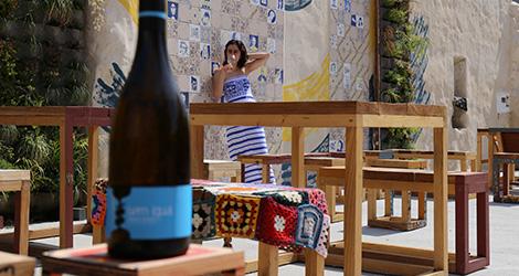 vinho-verde-2013-domingo-sem-igual-amarante-design-100-igual-um-novo-largo-aveiro-rua-sebastiao-domingo-celso-ascuncao-design-rotulo-bebespontocomes