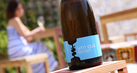 vinho-verde-2013-sem-igual-amarante-design-100-igual-um-novo-largo-aveiro-rua-sebastiao-domingo-celso-ascuncao-bebespontocomes.jpg