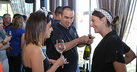 ambiente-wine-sessions-bebespontocomes-prova-vinhos-aveiro-bebes-comes-festa-vadio-bairrada-luis-patrao-eduarda-dias-espumante