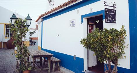 taberna-do-adro-elvas-receituario-alentejano-restaurante-vila-fernando-portalegre-migas-galinha-tostada-pao-de-rala-sericaia-bebespontocomes