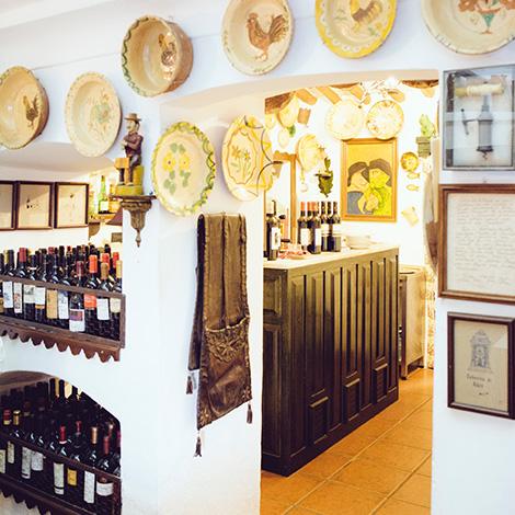 taberna-do-adro-elvas-receituario-alentejano-restaurante-vila-fernando-portalegre-migas-galinha-tostada-pao-de-rala-sericaia-capa-interior-ceramica-bebespontocomes