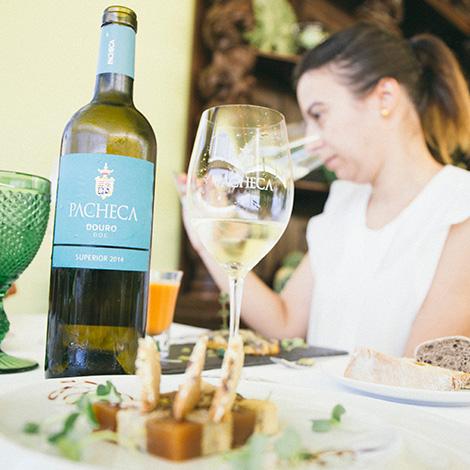 a-luz-da-quinta-da-pacheca-douro-vinho-porto-branco-tinto-restaurante-wine-hotel-bebespontocomes-2014-superior-refeicao
