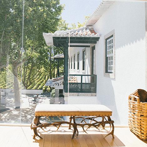 a-luz-da-quinta-da-pacheca-douro-vinho-porto-branco-tinto-restaurante-wine-hotel-bebespontocomes-janela-alpendre
