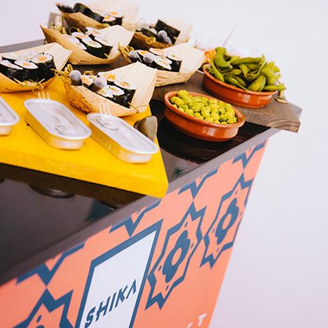 apresentacao-vinho-bebes-comes-bebespontocomes-galeria-dama-aflita-porto-wine-dao-lucia-freitas-art-iustracao-andre-da-loba-bebespontocomes-shika-shiko-sushi