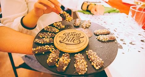 rectangular-bbq-wine-food-bebespontocomes-bebes-comes-feeling-grape-porto-evento-vinho-dao-jantar-musica-cacao-divine-bites