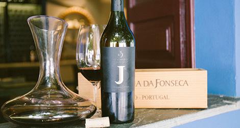 garrafa-caixa--vinho-j-jose-sousa-2011-adega-jose-maria-da-fonseca-janela-indiscreta-bebespontocomes