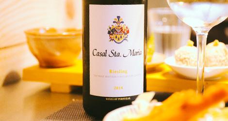 garrafa-mesa-chef-imperio-dos-sentidos-restaurante-shiko-porto-sushi-ruy-leao-shika-vinho-casal-santa-maria-riesling-bebespontocomes