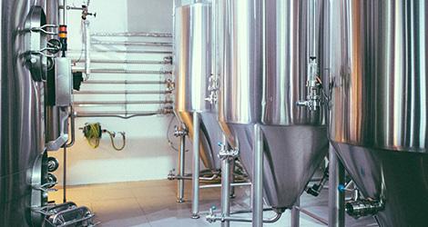 interior-letraria-cerveja-artesanal-minhota-letra-vila-verde-braga-brewery-brewpub-pub-beer-fabrica-bebespontocomes