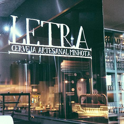 quadrada-letras-letraria-cerveja-artesanal-minhota-letra-vila-verde-braga-brewery-brewpub-pub-beer-fabrica-bebespontocomes