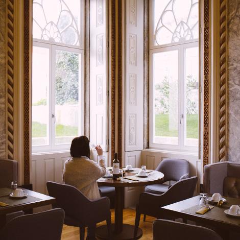 sala-palacio-romance-de-novela-coracao-douro-sic-real-companhia-velha-vinho-branco-2014-hotel-flores-village-porto-rua-hostel-bebespontocomes