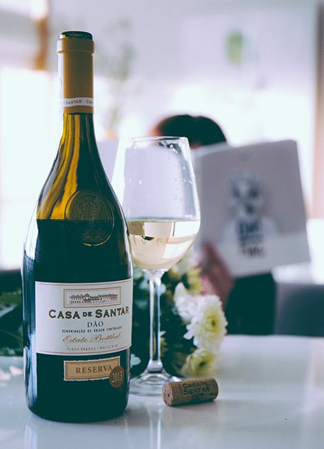 outras-historias-o-dia-de-alguem-deolinda-ohmag-vinho-dao-casa-santar-reserva-branco-2013-wine-bebespontocomes