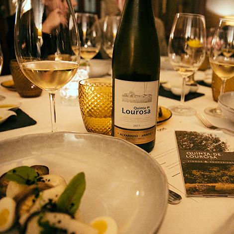 harmonizacao-bacalhauempowered-by-quinta-de-lourosa-vinho-verde-alvarinho-arinto-loureiro-vinha-do-avo-restaurante-ode-porto-bebespontocomes