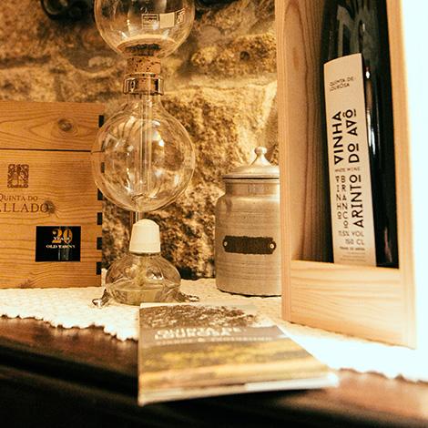 restaurant-ribeira-oporto-empowered-by-quinta-de-lourosa-vinho-verde-alvarinho-arinto-loureiro-vinha-do-avo-restaurante-ode-porto-bebespontocomes