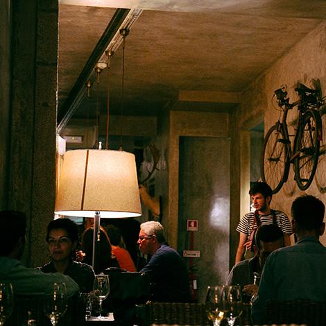 quadrada-ambiente-restaurante-cantina-32-porto-rua-das-flores-bar-chef-luis-americo-bebespontocomes