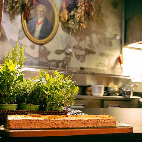 quadrada-bolo-bolacha-cozinha-decor-restaurante-cantina-32-porto-rua-das-flores-bar-chef-luis-americo-bebespontocomes
