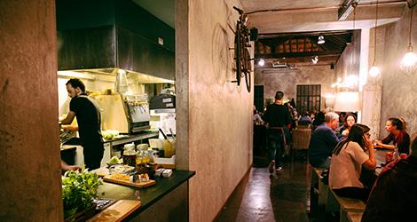 rectangular-sala-cozinha-restaurante-cantina-32-porto-rua-das-flores-bar-chef-luis-americo-bebespontocomes