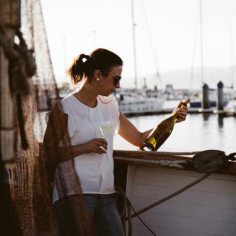quadrada-40-goleta-bluscus-vinho-alvarinho-bodega-marques-vizhoja-vino-albarino-barco-ria-vigo-rias-bajas-bebespontocomes
